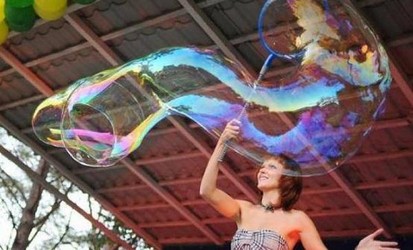 Шоу гигантских мыльных пузырей в ростове
