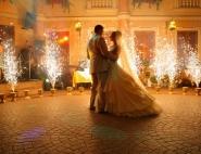 Тамада устроил праздничный фейерверк на свадьбу